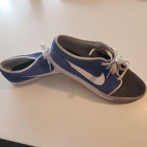 Nike style 555270-410 Size 11 Shoes